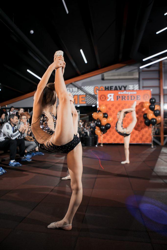 Фото с занятий художественной гимнастикой в СК Прайд