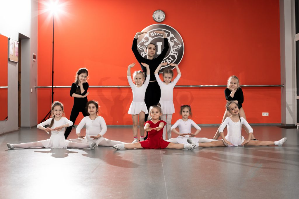 Фото с занятий детским балетом в СК Прайд