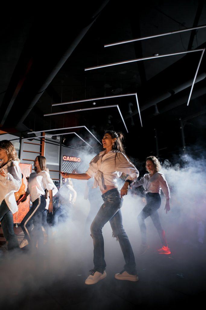 Фото с занятий Фитнес-танцами в СК Прайд