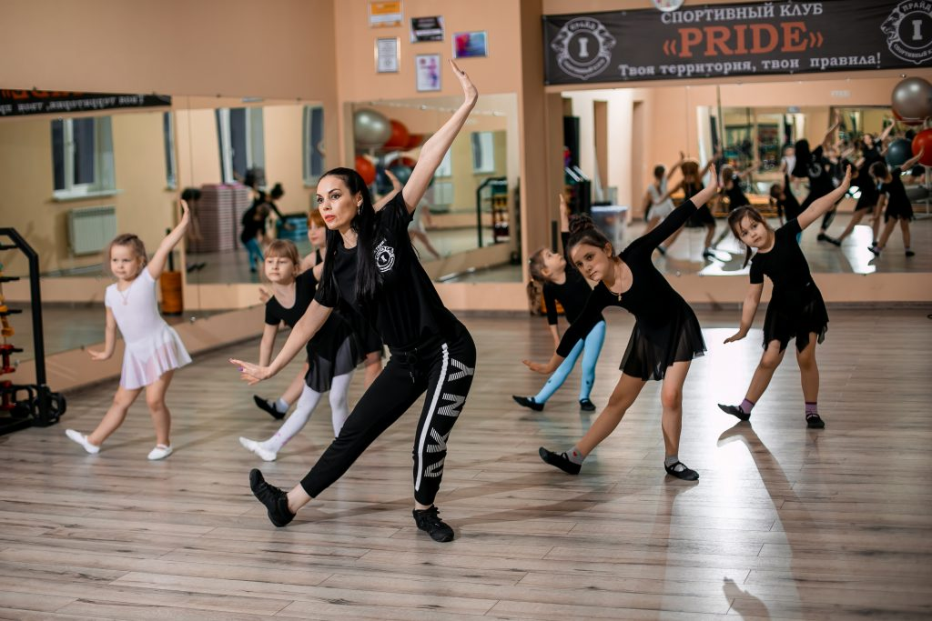 Фото с занятий эстрадными танцами в СК Прайд