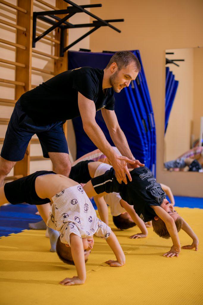 Фото с занятий детской акробатикой в СК Прайд