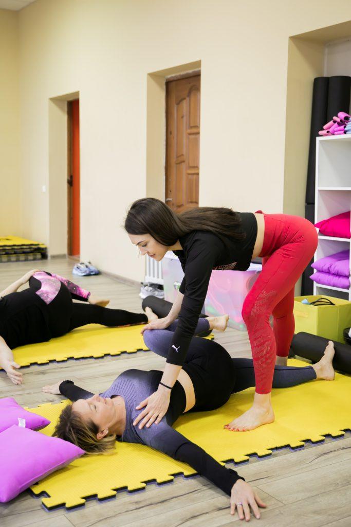 Фото с тренировки по растяжке в СК Прайд